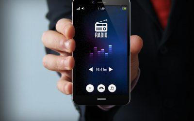 FCC Chairman Urges Apple to Activate FM Radio on iPhones