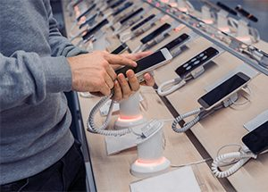 smartphone shipment retail display